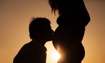 Seks Saat Hamil Muda, Ini Posisi Aman yang Bisa Dicoba!