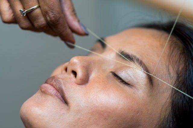 Biar Makin Anggun Begini 5 Cara Merapikan Alis Mata Yang Tebal Dan Berantakan Galadiva Com